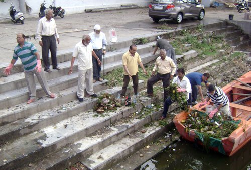 Lake conservators address Public to maintain Cleanliness