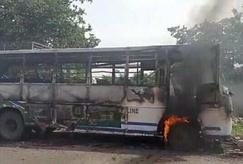 पीलादर में तनाव, 5 सरकारी वाहन फूंके, 4 राउंड फायर, 17 घायल, 100 हिरासत में