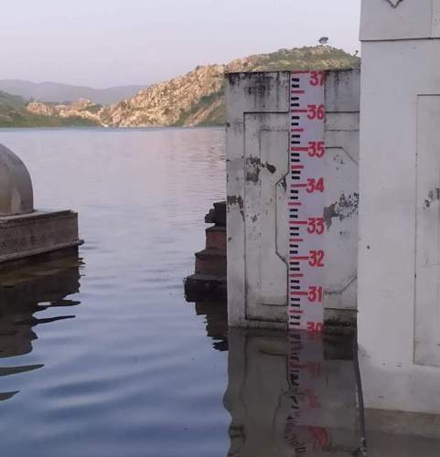 Badi Lake touches 30 feet mark