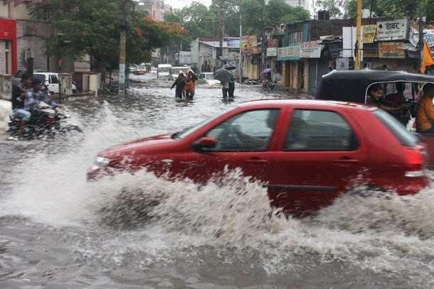लेकसिटी में जमकर बरसे मेघ, 48 घंटो में प्रदेश में भारी वर्षा की चेतावनी