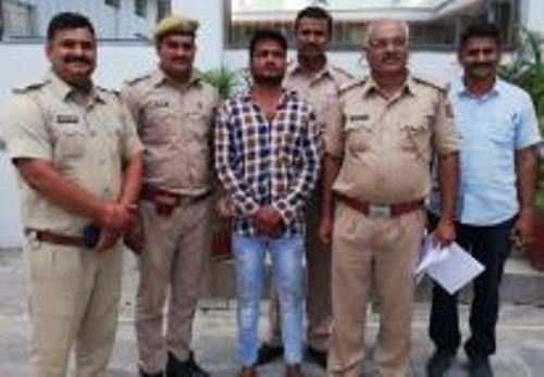 तीन सौ रूपये बकाया मांगने पर फायरिंग करने वाले अभियुक्त को शरण देने वाला गिरफ्तार