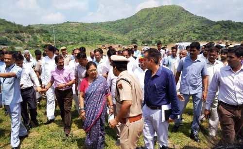 मुख्यमंत्री उदयपुर पहुंची, हवाई अड्डे पर गणमान्य मंत्रियों ने की अगवानी