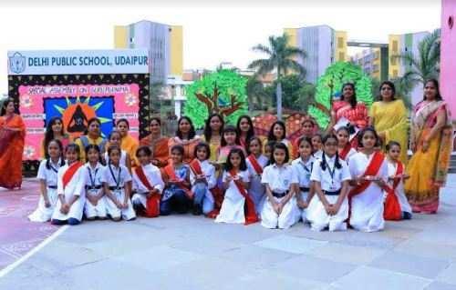 डीपीएस उदयपुर में गुरू पूर्णिमा पर भव्य आयोजन