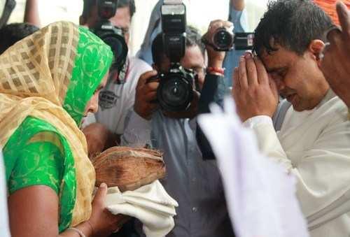 धूमधाम से मनाया राष्ट्रीय पर्व, बरसाती बूंदो ने माहौल को बनाया खुशनुमा