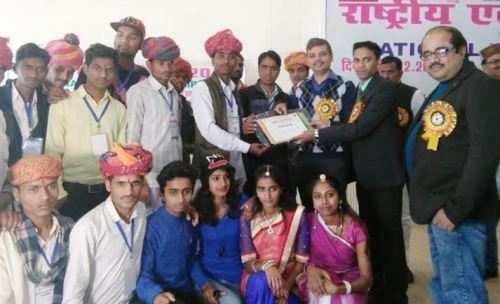 उत्तर प्रदेश में आयोजित राष्ट्रीय एकता शिविर में मेवाड़ के युवा कलाकारों का सम्मान