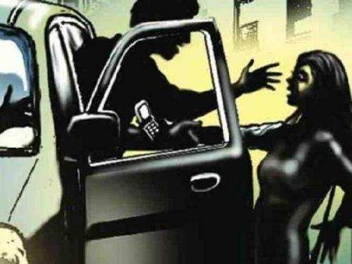 5 men try to kidnap girls in Goverdhan Vilas area-Arrested