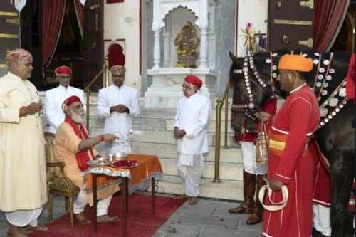 सूर्यवंशी परम्परा को अनवरत रख अरविन्द सिंह मेवाड़ ने किया अश्व पूजन