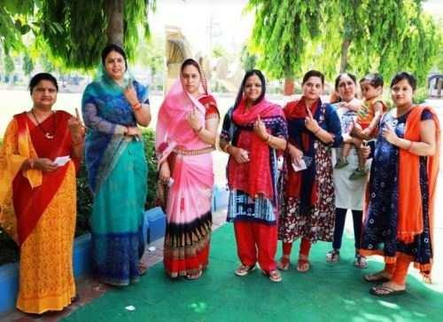 पुरूषों की तुलना में महिलाएं रही मतदान में आगे