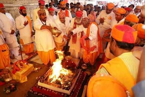 श्रीएकलिंगनाथ जी मंदिर का ध्वजदण्ड शिखर कलश प्रतिष्ठा महोत्सव सम्पन्न