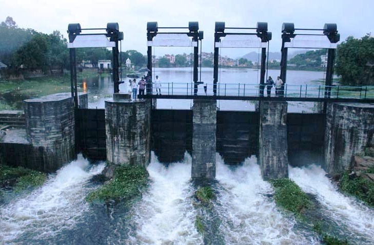 Heavy rains, overflowing lakes and water logging