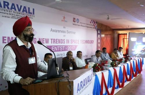 इसरो द्वारा आयोजित सेमिनार में छात्रों में भारी उत्साह