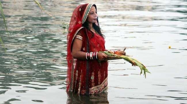 Devotees perform Chhath Poojan at Lakes
