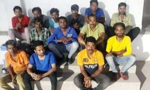 सार्वजनिक स्थान पर ताश खेलते हुए 13 गिरफ्तार, 47000 रूपये नकदी भी ज़ब्त
