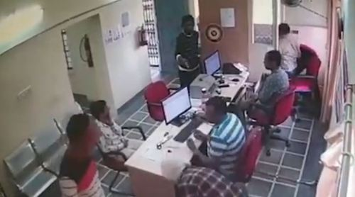 [VIDEO] BREAKING NEWS   Armed Bank Robbery at Punjab National Bank in Madri, Udaipur