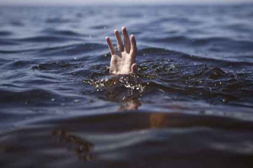 Woman commits suicide by jumping into Lake Pichola
