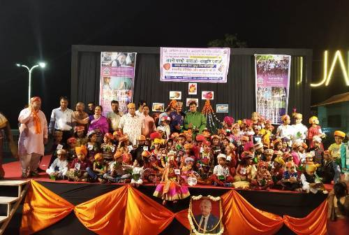 Enthusiastic kids participate in turban-tying competition at Fatehsagar