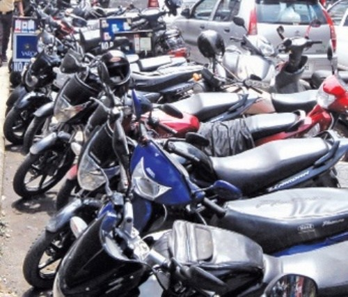 Wilful/illegal parking has narrowed down Udaipur city roads