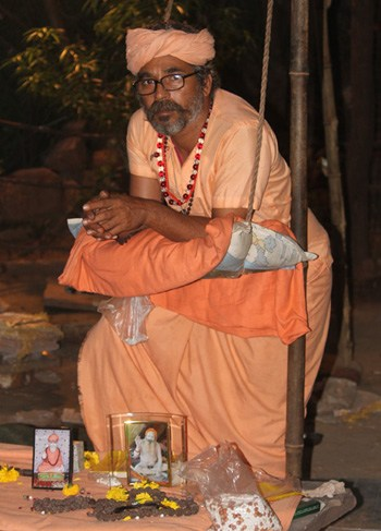 Local Priest worships by constantly standing for whole Navratra