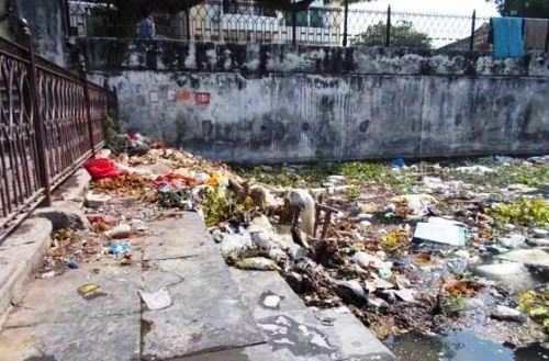 Garbage found dumped in Municipal Corporation's garage