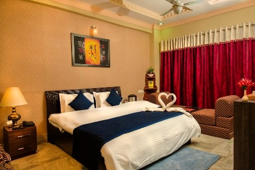 Experience a Regal Stay at Udaipur | Hotel Meenakshi