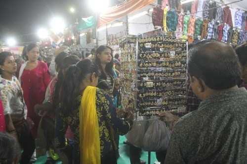 दिवाली पर रौशनी में नहाया शहर