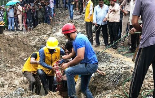 BREAKING NEWS | Four Labourers Die in a Sewerage Pipeline at Manvakheda | Callous attitude of authorities