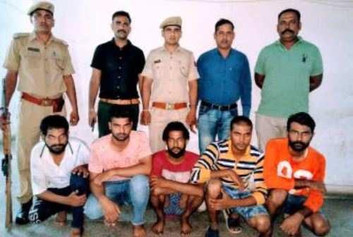 चाकू की नोक पर लूट करने वाले पांच अभियुक्त गिरफ्तार
