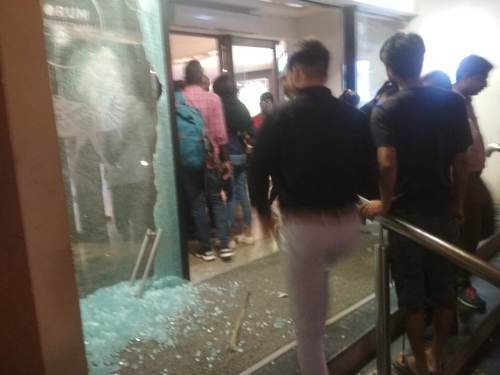 [LIVE VIDEO] Security ensures customers are protected as hoodlums cause damage in Celebration Mall