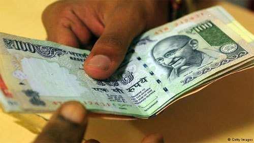 School Head Master caught taking bribe