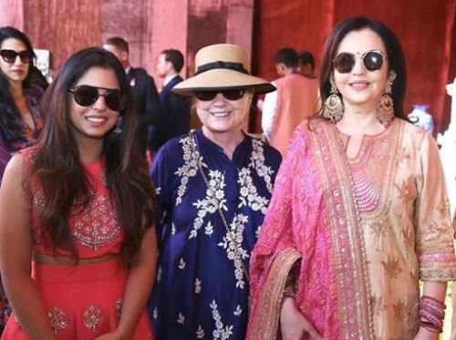 [Videos]Beyonce and Hillary Clinton with Shahrukh-Aamir take Isha-Anand Pre Wedding to new orbit