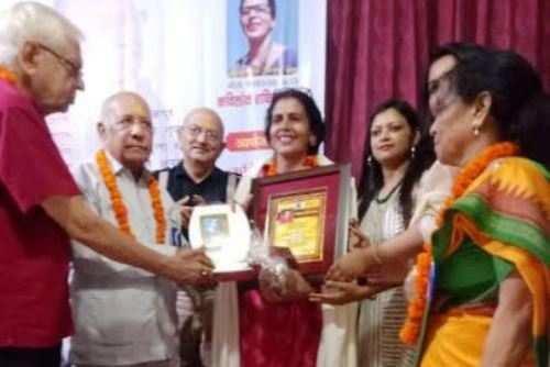 """उदयपुर की साहित्यकार आशा पांडेय ओझा को """"श्रीमती गीता श्रीवास्तव कवि लोक शक्ति सम्मान"""""""