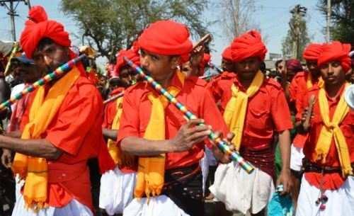 गुजरात के चुनाव में आदिवासियों की उपेक्षा क्यों?