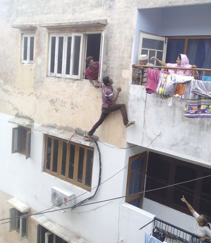 Daylight Robbery Averted – Escape Attempt Caught on Video