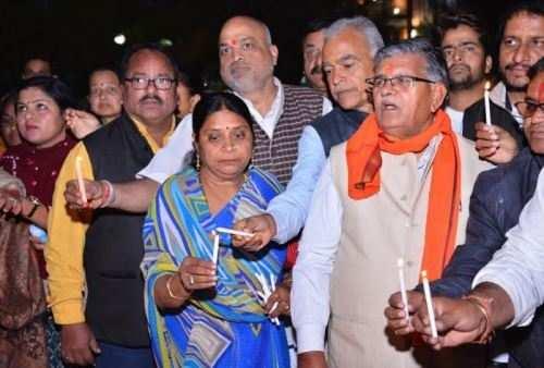 मीडिया प्रतिनिधियों, राजनैतिक दलों और विभिन्न संगठनों ने किया शहादत को नमन