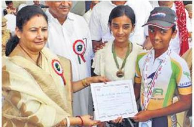 72 kms, 3.25 hours, 4 skating records-Udaipur's Jagat Pratap's achievement