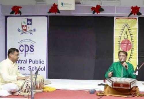 सेंट्रल पब्लिक स्कूल में डा. धनन्जय देथांकर की संतूर वादन प्रस्तुति