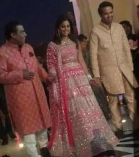 [Photos|Video] Neeta-Isha dance and a Star Studded Day 1 of the Isha-Anand Pre-Wedding at Udaipur