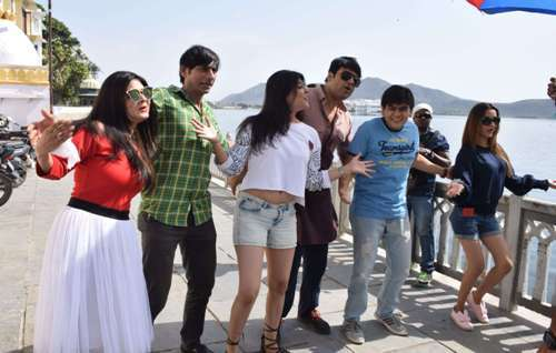 """Time Nahin hai"" team spends time at Lal Ghat"