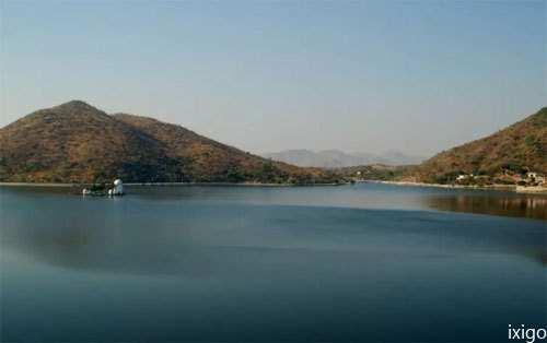 Dead body found floating in Lake Fateh Sagar