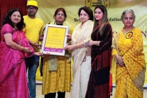 डॉ नीलम महेंद्र नारी शक्ति सम्मान से सम्मानित
