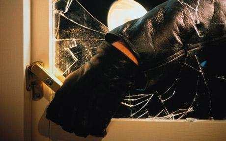 Burglary – Jewellery and cash stolen