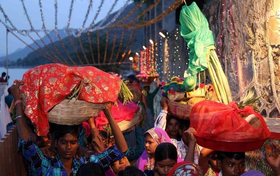 [Photos] Devotees offer prayers on Chhath Pooja