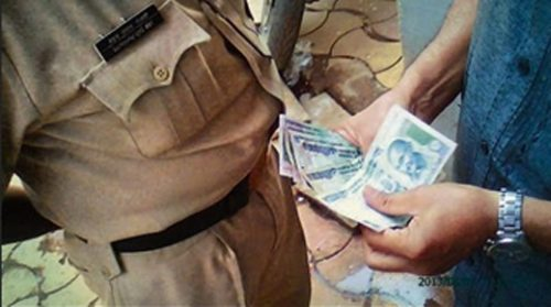 Police constable nabbed taking bribe