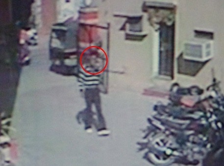 [Video] Thief caught in CCTV while stealing motorcycle
