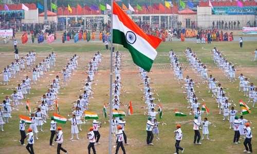 मुख्य समारोह में गृहमंत्री कटारिया ने फहराया राष्ट्रीय ध्वज
